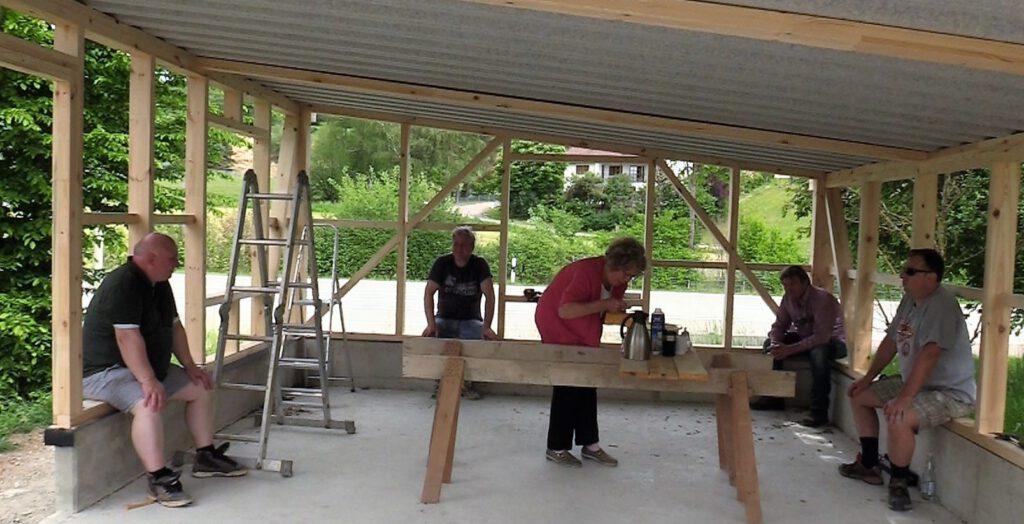 22. April - Die Holzkonstruktion steht!